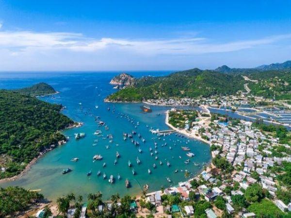 Vinh Hy Bay Vietnam